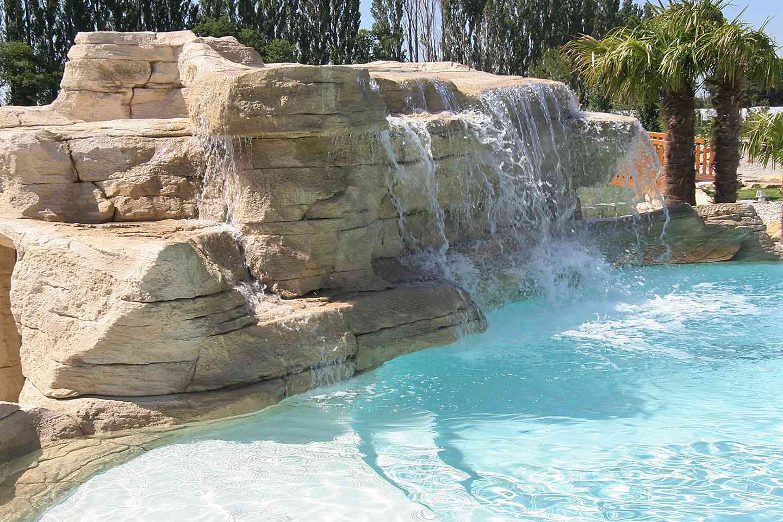 Galeries photos d cors b ton diffaroc faux rochers for Decor rocher piscine
