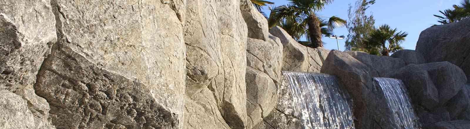 Cascade en faux rochers